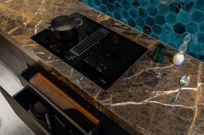 Osiris Hertman entscheidet sich in seiner neuen Wohnung für Element4!